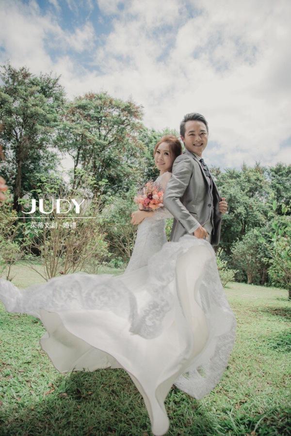 """(台北婚紗推薦)JUDY茱蒂文創.婚禮: """"【茱蒂文創 X 獨有風格】  美的不要不要的~ cp值超讚攝影就在茱蒂文創攝影團隊唷~  Judy文創.婚禮❤️熱門精選照片: <a href='http://www.weddingday.com.tw/photo_wed.php?a=images&img_id=3064' ..."""" on DIITU Communities """"{台北婚紗推薦}7月份台北JUDY茱蒂文創.婚禮婚紗攝影"""". From https://communities.diitu.com/post/-148881515878827"""